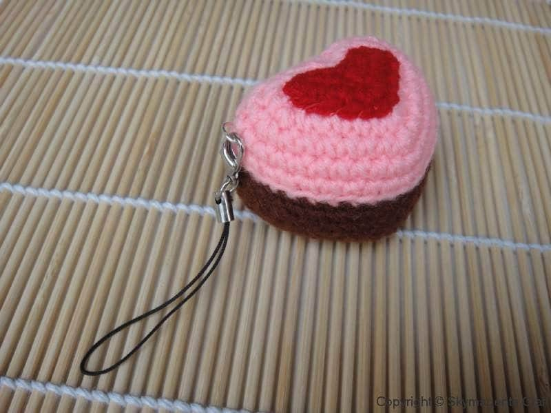 Crochet Cell Phone Charm - Heart Cupcake - Valentine