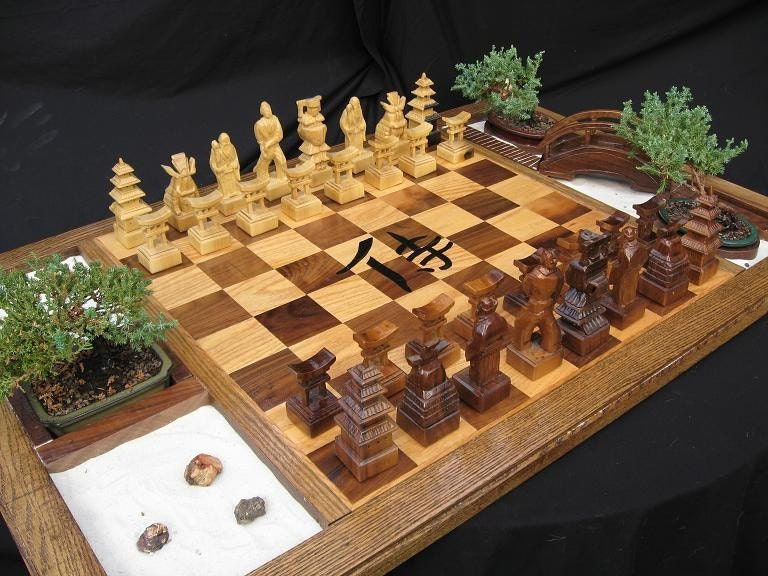 The Samurai Chess Set by Jim Arnold