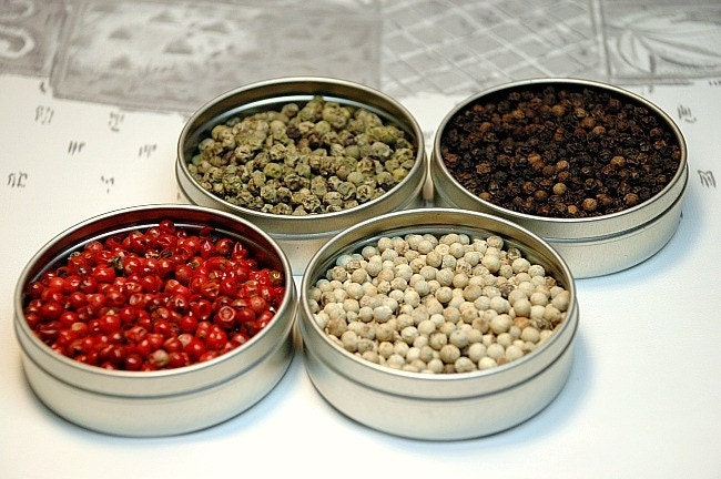 Gourmet peppercorn spice kit. Grind colorful flavor into a meal, or wow your favorite host.