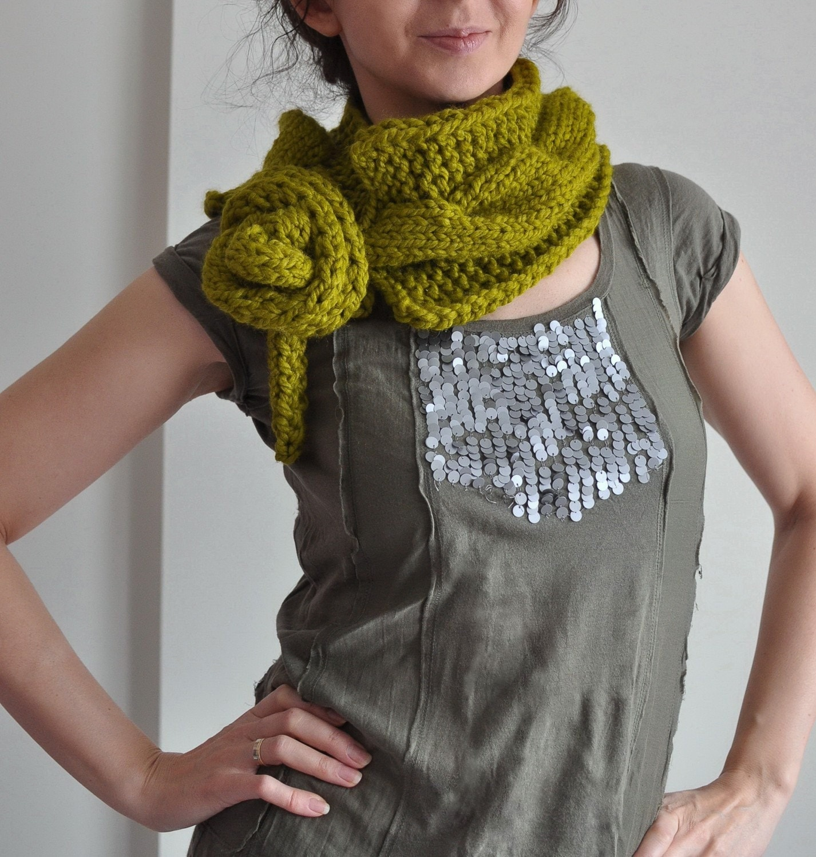 Twist Me Around - handknit superchunky телеграфировал neckwarmer / шарф / воротник / капота / перевязать с длинной завязки в цвет по вашему выбору