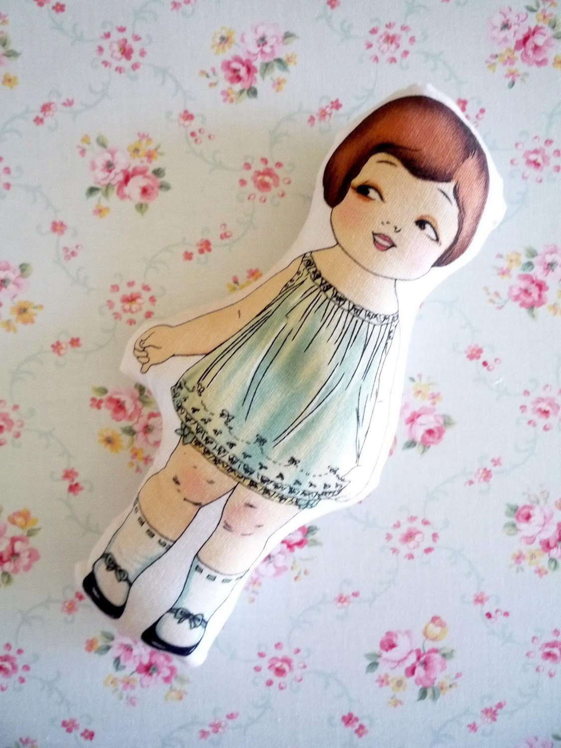 Looloo the talented designer / Paper doll vintage inspired cloth doll