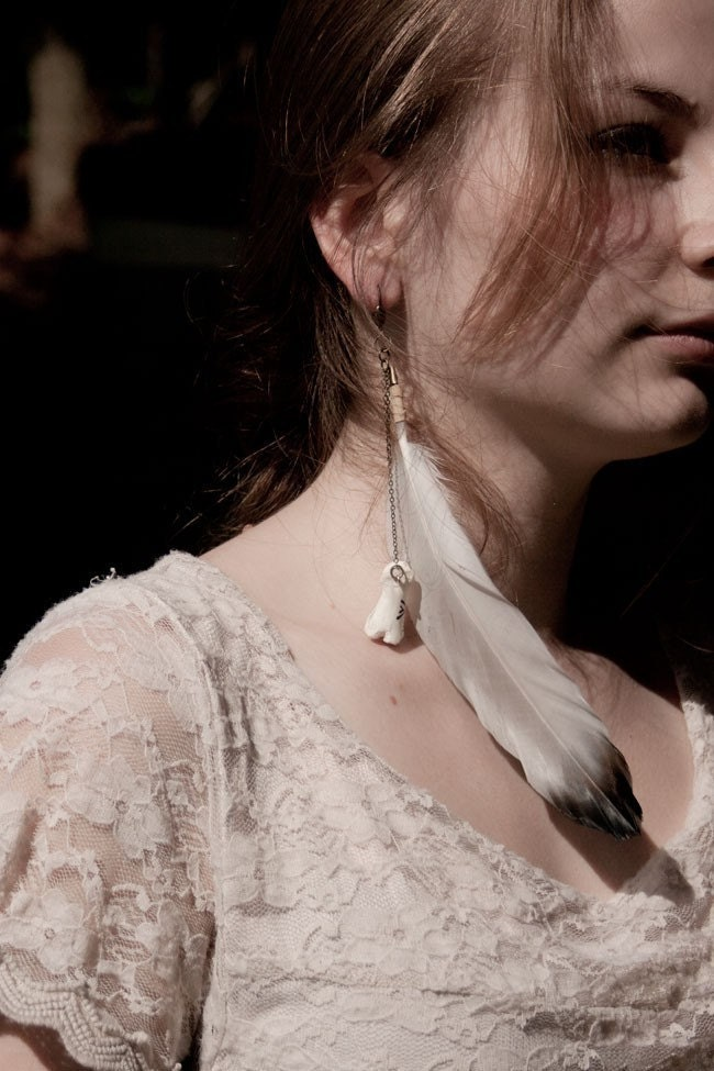 Suluk - medium feather single earring