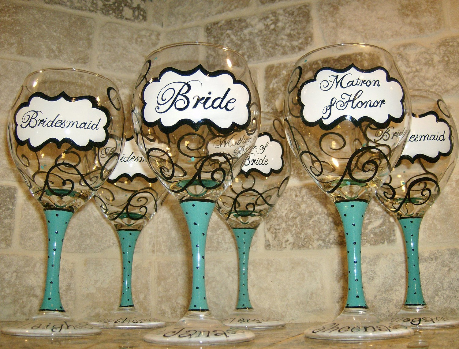 How to decorate wine glasses for bridesmaids - Helpful