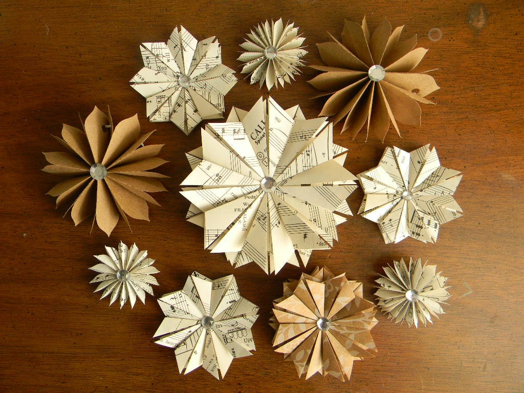 10 Paper Star Ornaments Vintage Book Pages Kraft Paper Handcut and Folded Rhinestone Center //MADE TO ORDER// - ApplesModernArt
