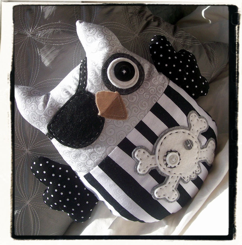 PIRATE OWL - Black White Grey