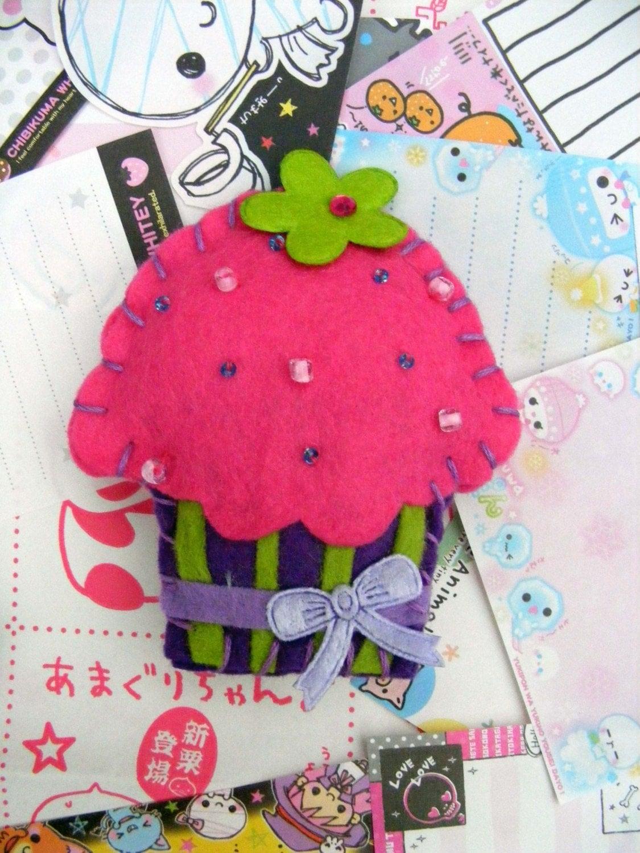 Cutie cupcake felt brooch in pink