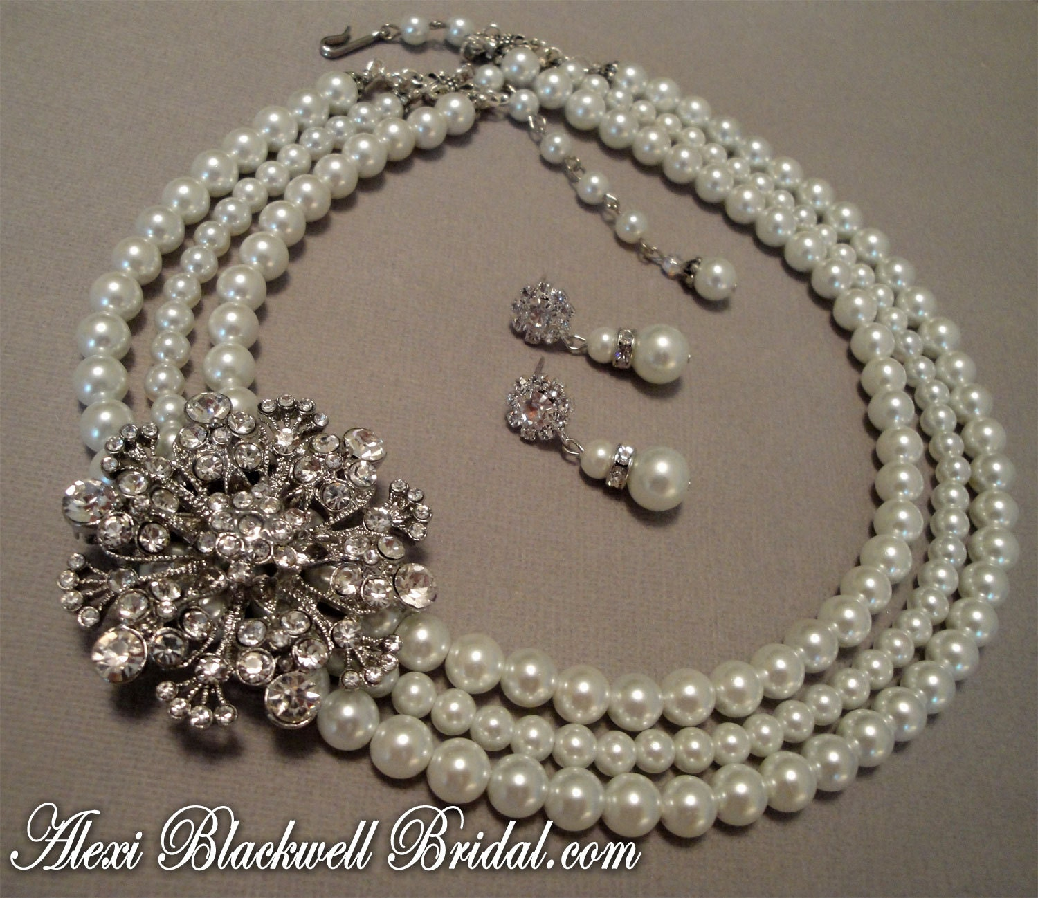 Very Best Pearl Wedding Necklace with Brooch 1500 x 1298 · 389 kB · jpeg