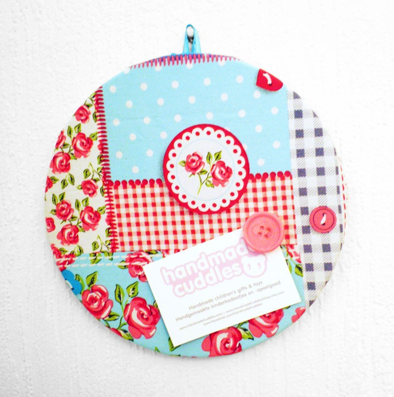 Pinboard floral fabric patchwork.  Round fabric covered cork pinboard with button pins - HandmadeCuddlesShop
