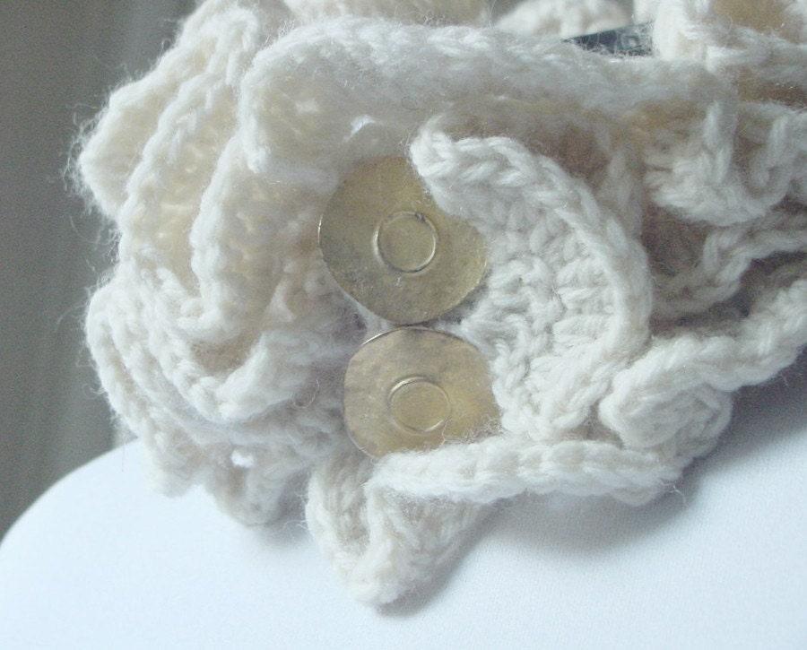 Ivory Frills Collar