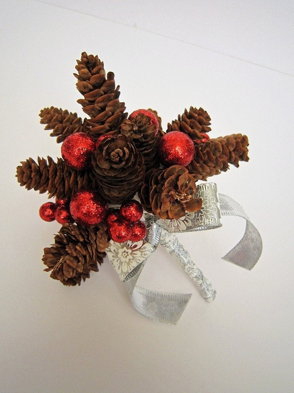 Berries and pine - Pinecone bouquet