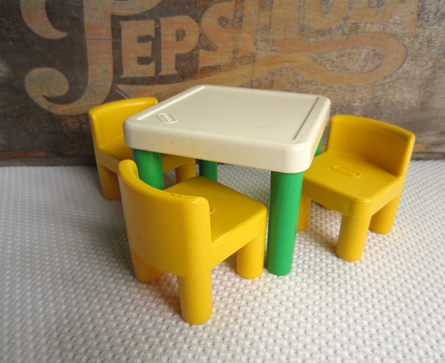 vintage little tikes table and chairs green and by corrnucopia. Black Bedroom Furniture Sets. Home Design Ideas