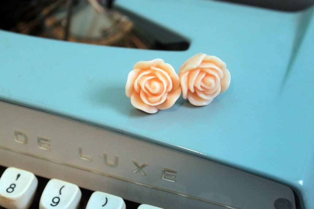 Sweet Peach Floral Studs