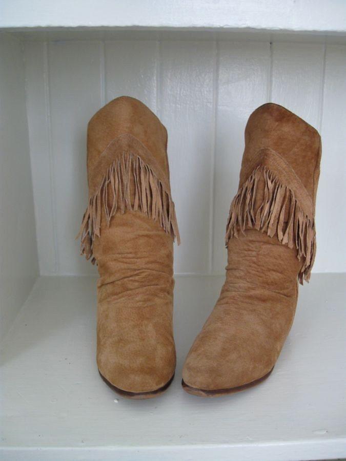 Vintage suede caramel fringe boots 7 6.5