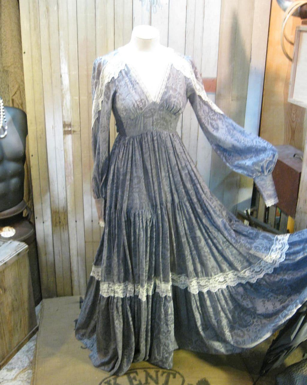 Purple Lilac Lace Gunne Sax Dress 1970s vintage Ren Faire wedding gown XS S