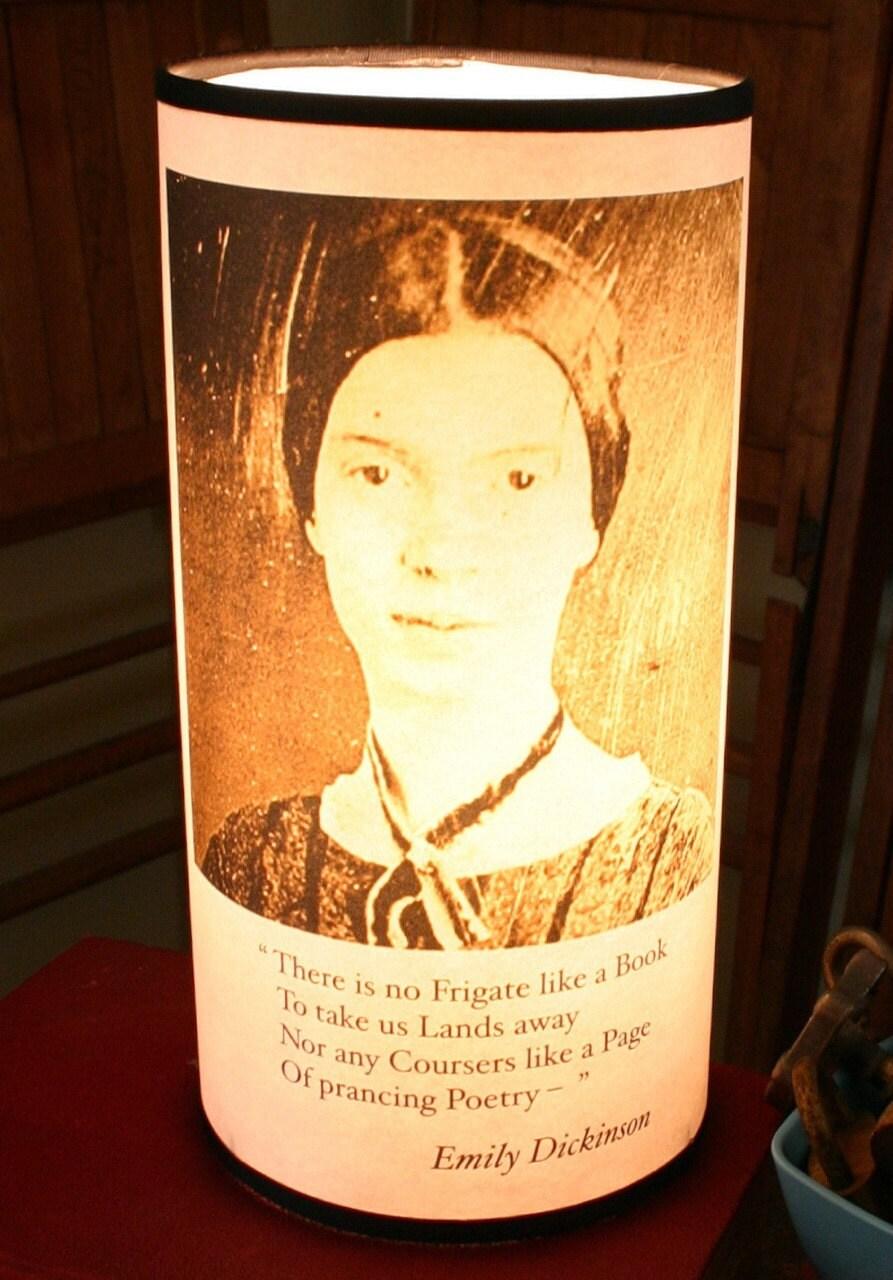 Эмили Дикинсон бумаги Настольная лампа офисный стол Тумбочка столик Квартира Общежитие Освещение