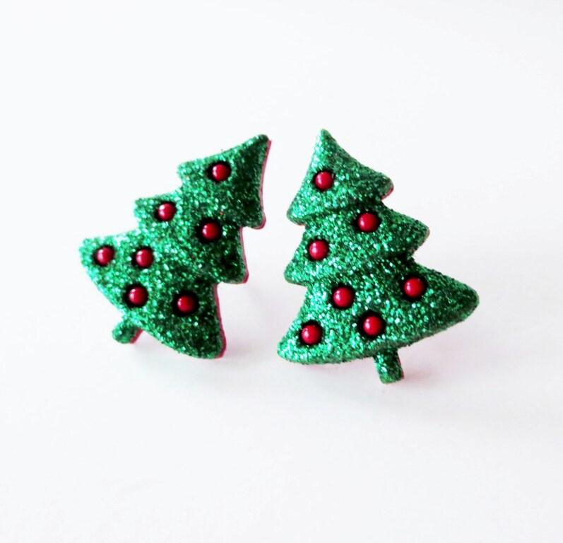 Christmas tree earrings.  Christmas earrings.  Xmas earrings.  Green glitter earrings.  Clip on earrings. - LittleBearsMom