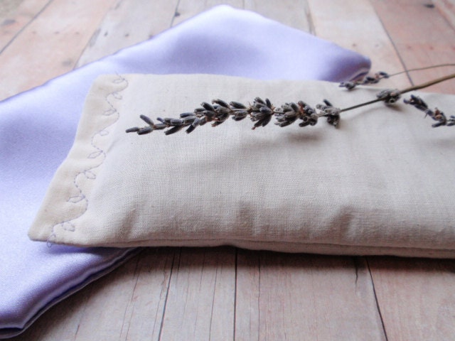 Aromatherapy Lavender Eye Pillow for Yoga, Relaxation and Insomnia