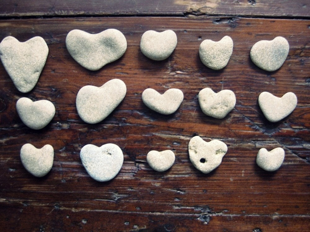 Genuine  heart shaped beach rocks Supplies