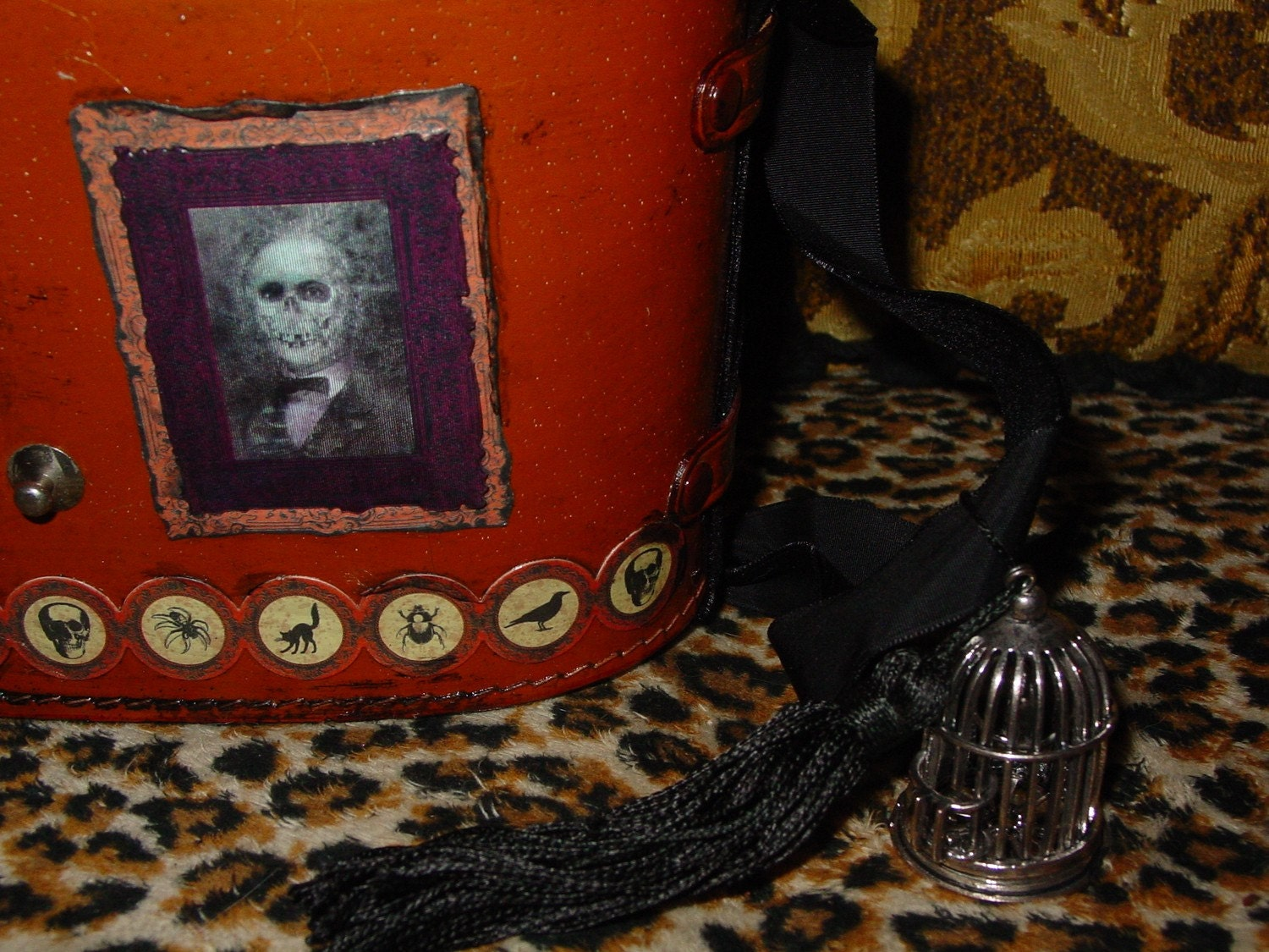 HALLOWEEN Gothic  vintage purse by  C. Reinke with holograph  and other spooky portrait  great TAROT CASE