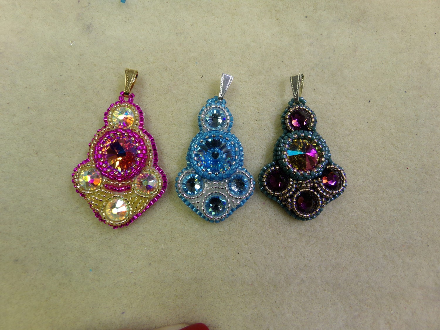 Bollywood bead embroidery pendant pdf tutorial by
