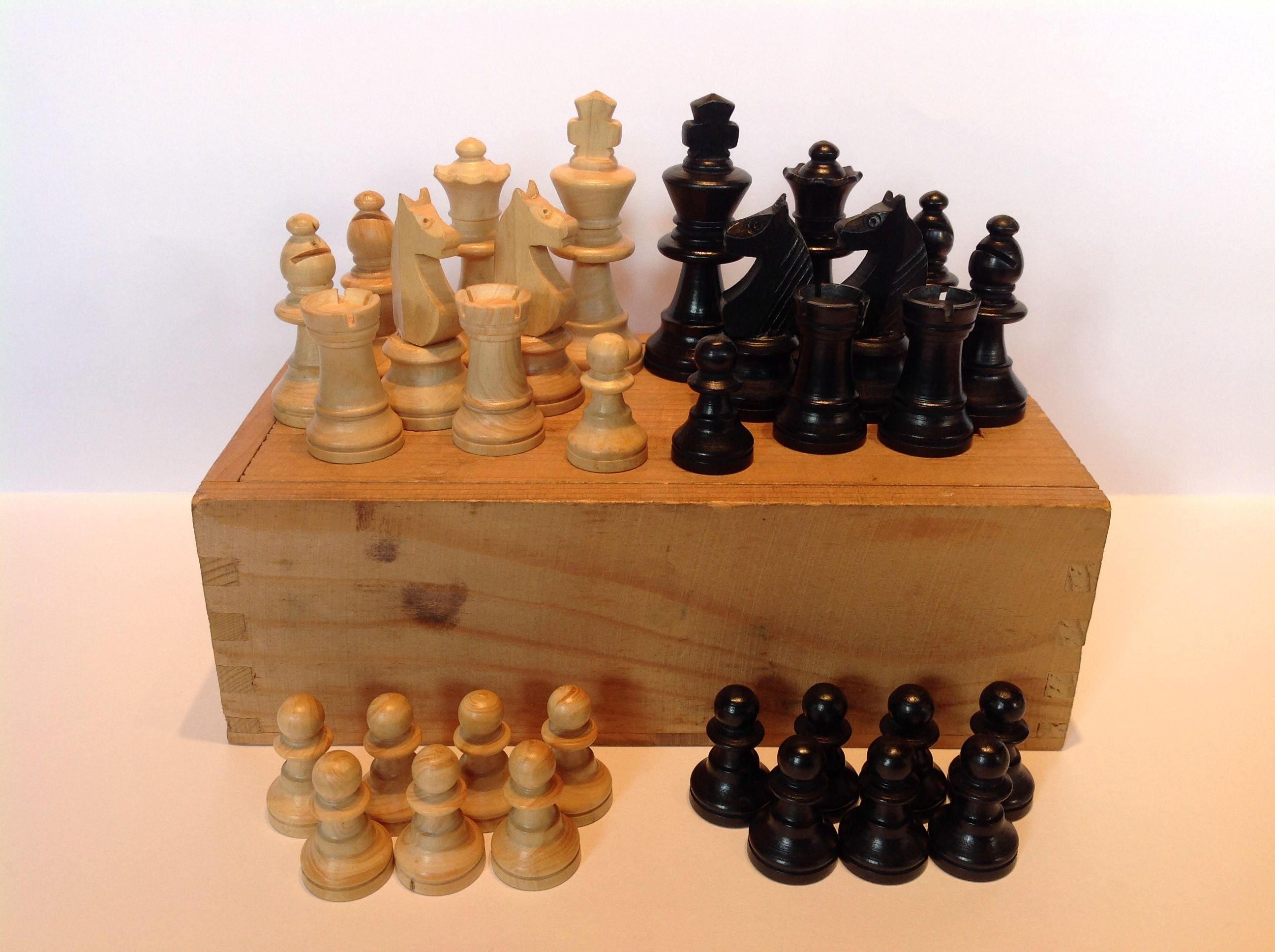 1960s French Staunton Pattern Boxwood Chess Set. Wooden Chessmen. Retro Chess Pieces. Boxwood Chessmen. Small Chess Pieces. Pocket Chess Set
