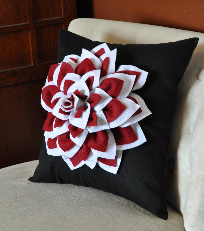 """کوکب گل های تزئینی بالش، دو باب سفید و روبی سرخ در سیاه و سفید - 14 """"14 ×"""" انتخاب رنگ، مامان گل بالش شما"""