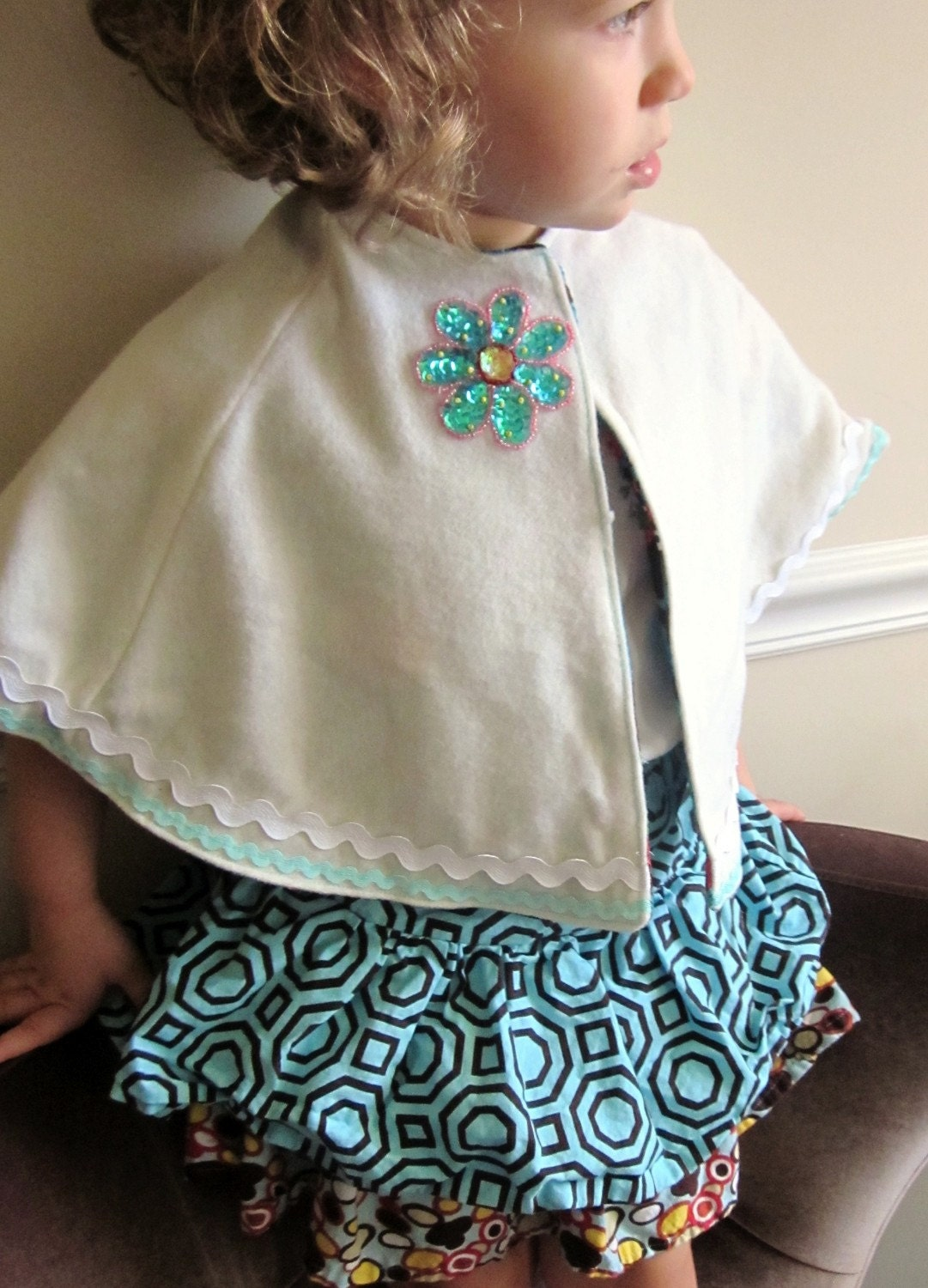 Creme Owl Wool Capelet