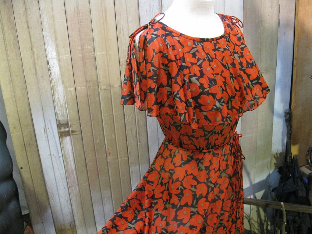Red Poppies dress Vintage cape collar 1970s  summer flowers S