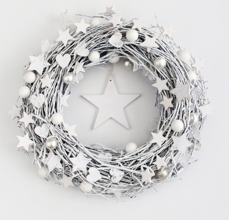 White Christmas wreath - winter december holiday door wreaths outdoor decorations rustic stars Xmas wood wicker decor - BotanikaStudio