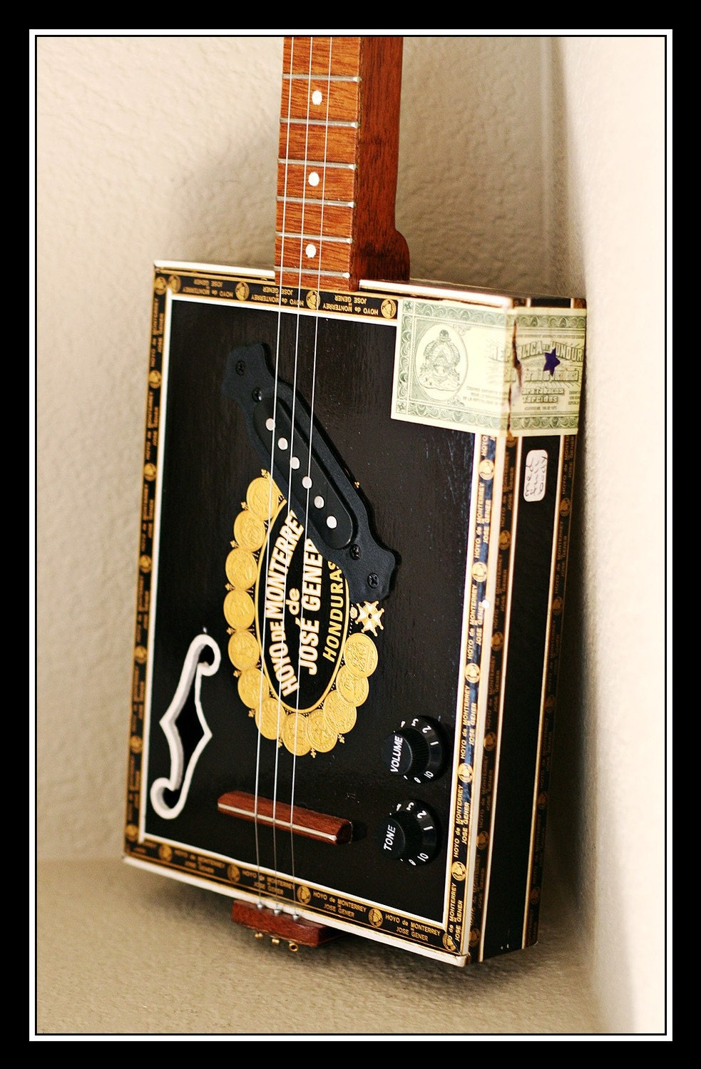 Hoyo de Monterrey 3-String Handmade Hollow- Body Electric Cigar Box Guitar