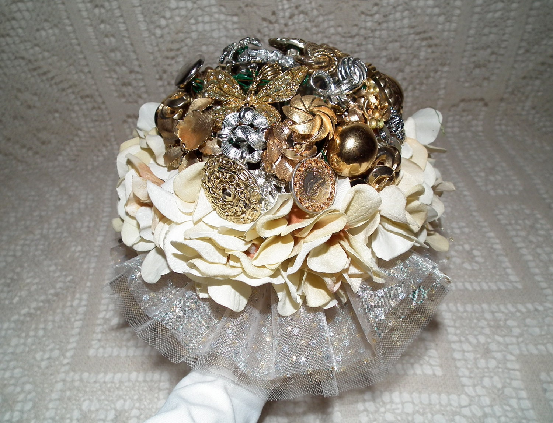 Metallic brooch bouquet