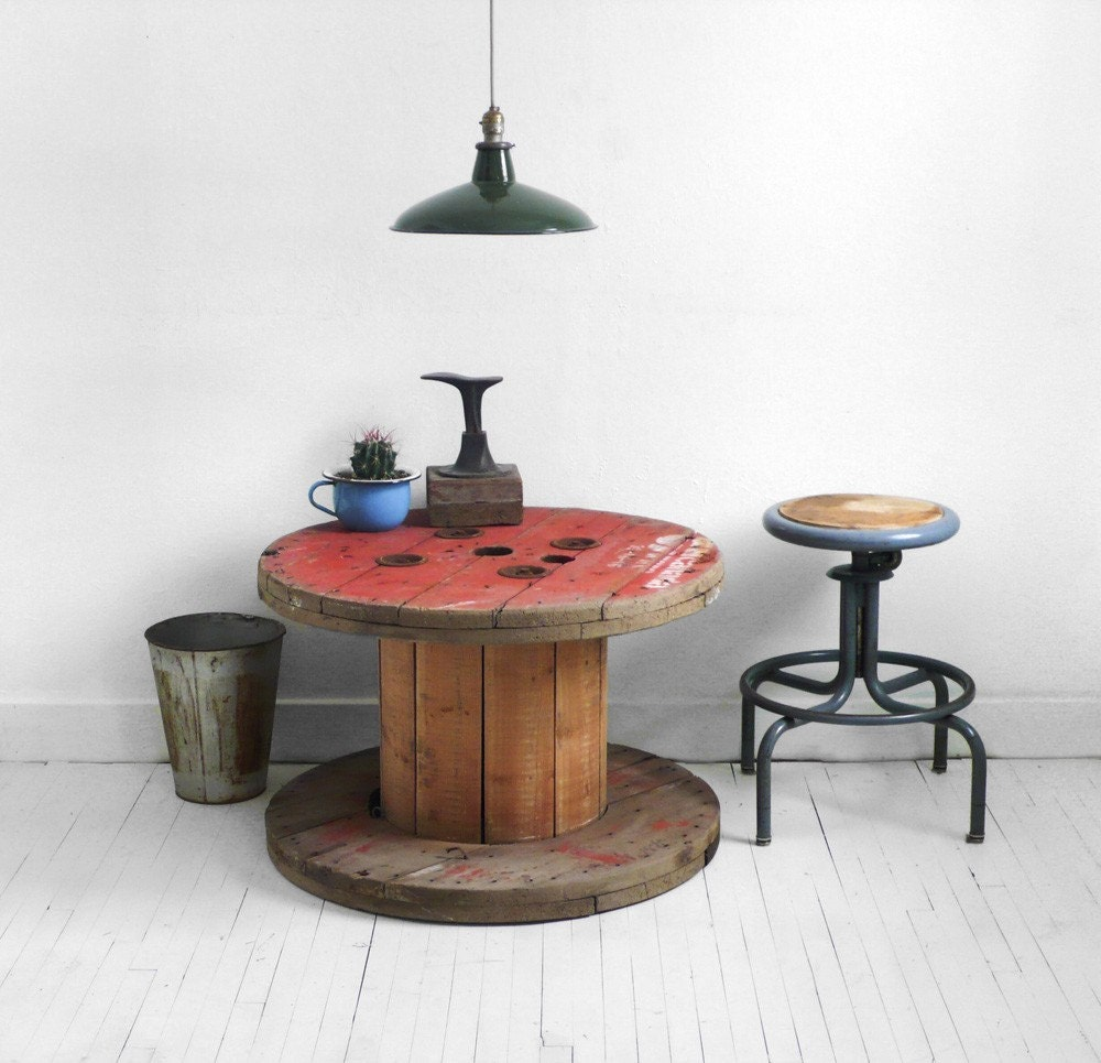 LET\'S STAY: Spool Tables
