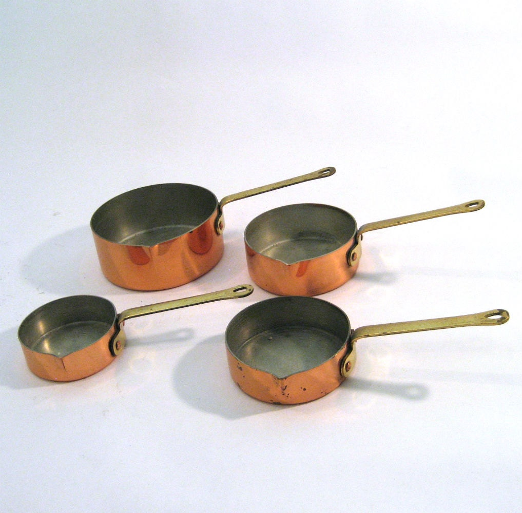 Kitchen Set Instan: Vintage Copper Measuring Cup Set / Tiny Pots By AliyaAndLucas