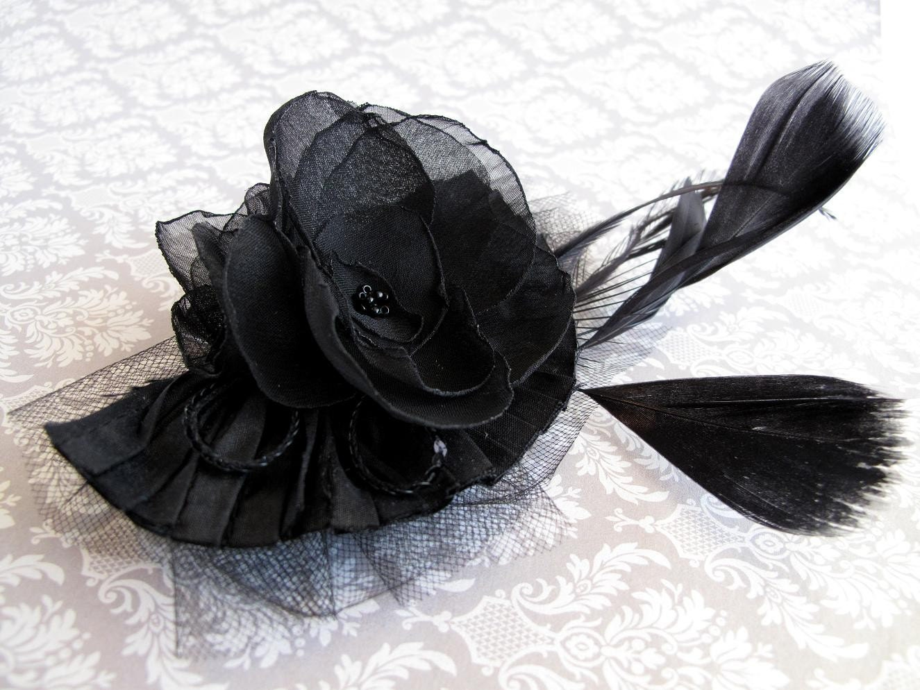 FASCINATOR black blossoms
