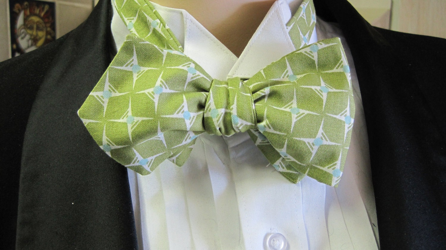 Retro Green Stars Bow Tie