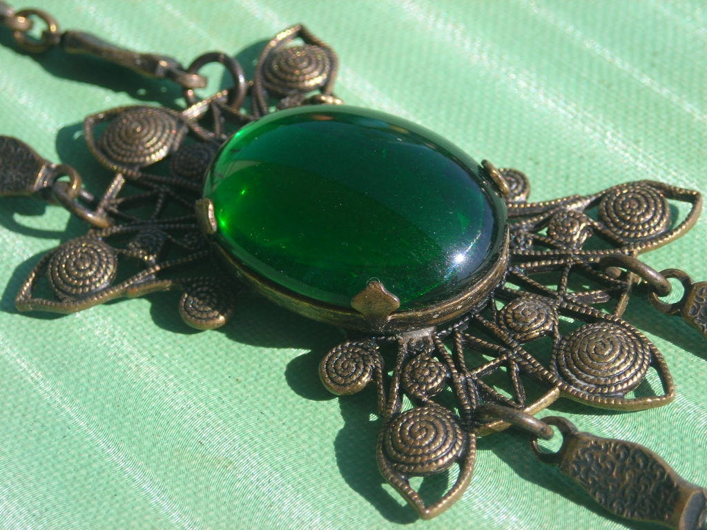 Victorian Style Choker Necklace- Green Glass - wimpyren