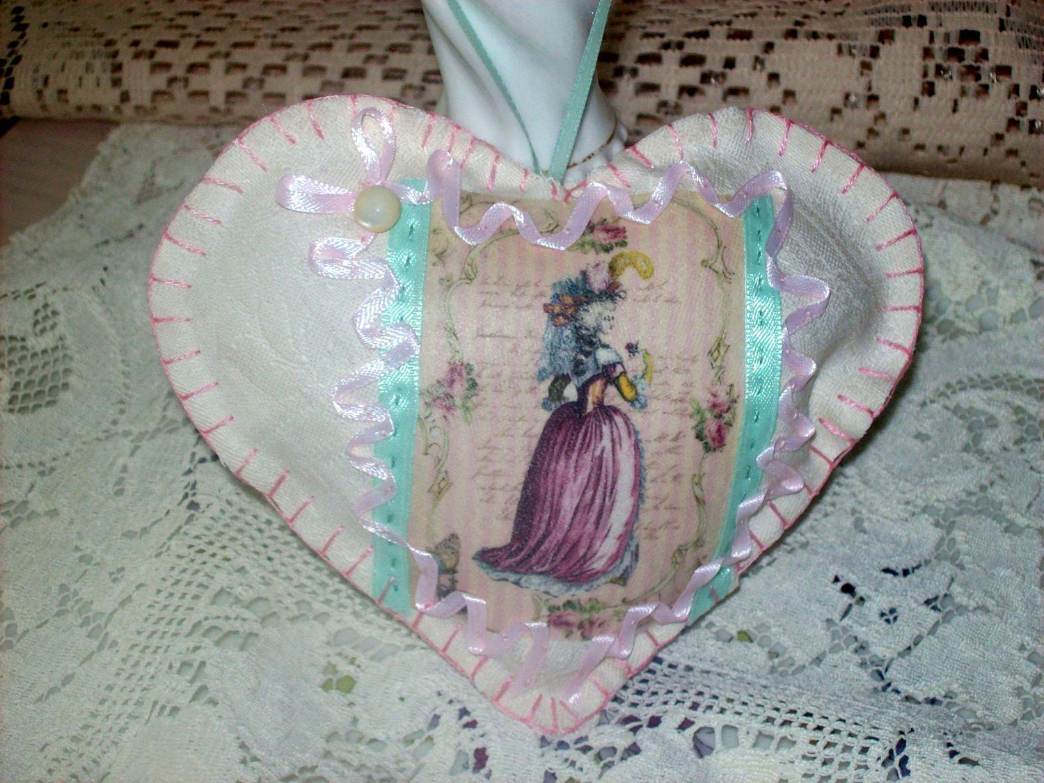 Paris French Inspired Marie Antoinette Heart Sachet Pastel Pink Green Aquolina Fragrance