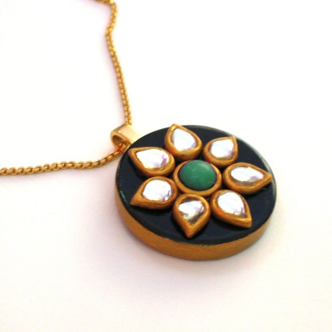 Xanh Ngọc Pendant Necklace - với màu xanh ngọc bích và cabochons kính cổ điển