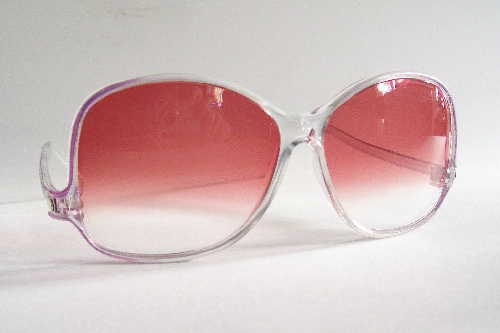 Retro Chic 1970's 1980's Groovy Girlie Sunglasses with Pink Fade Lenses and Shapely Arms