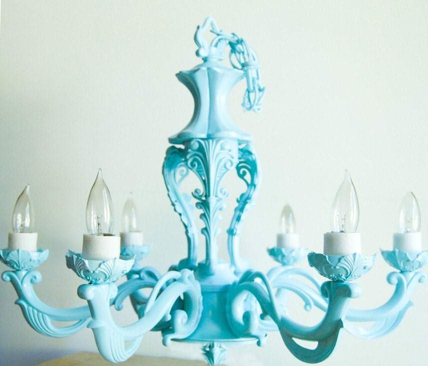 Tiffany-blue-chandelier-with-beautiful-design