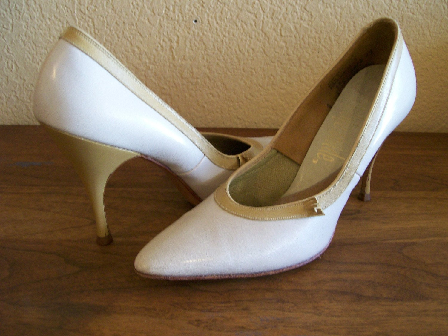1950s spike heel two tone Life Stride pumps 8