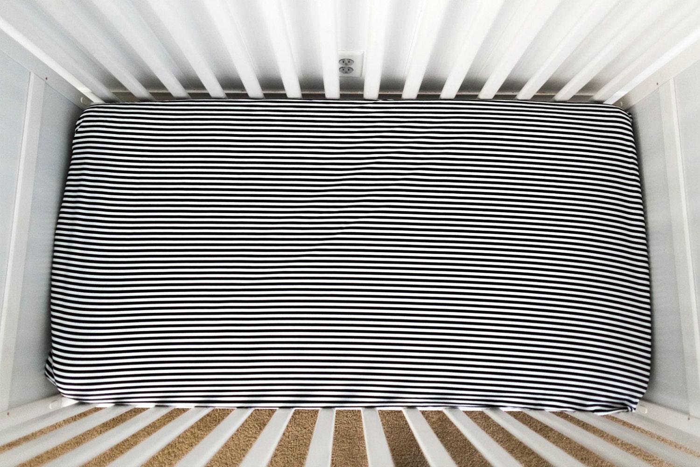 Black and white crib sheet