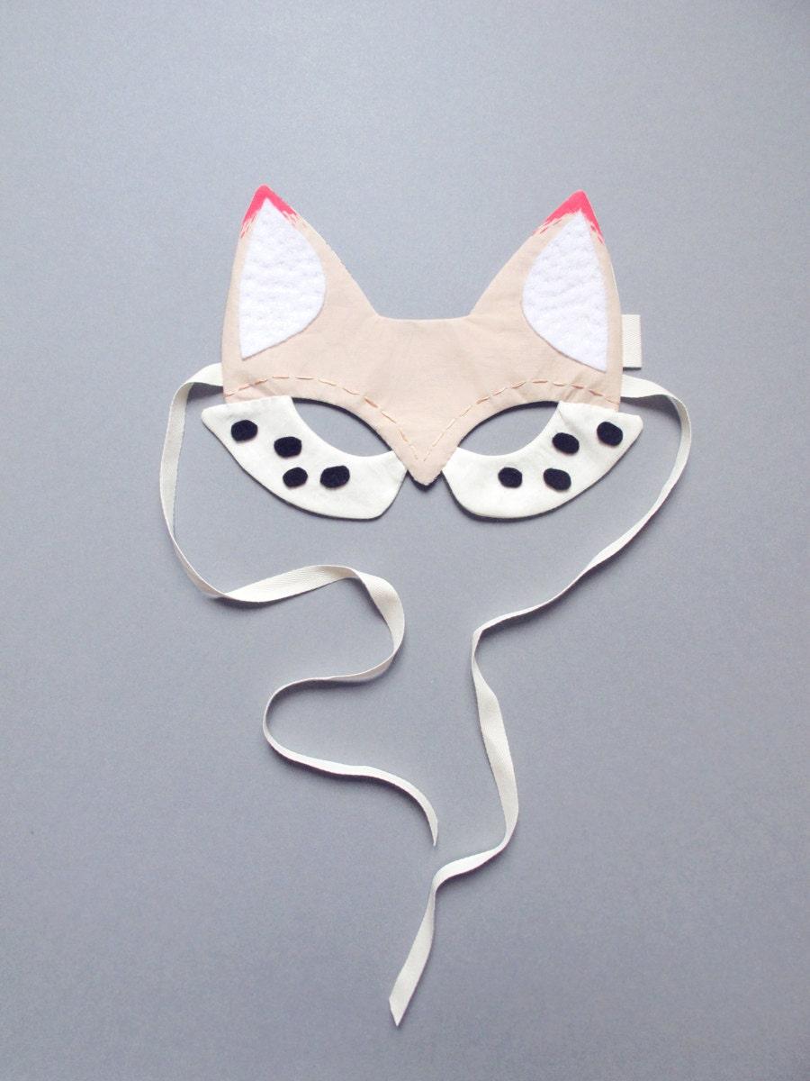 Masque de renard en coton blanc avec détails rose fluo