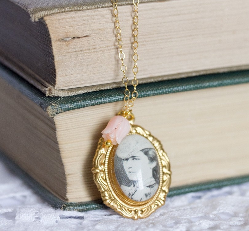 Goldfilled Black and White Victorian Cameo Necklace