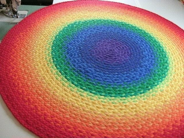 Депозиты для Радуга Коврик сделан из переработанных плетеные рубашки т