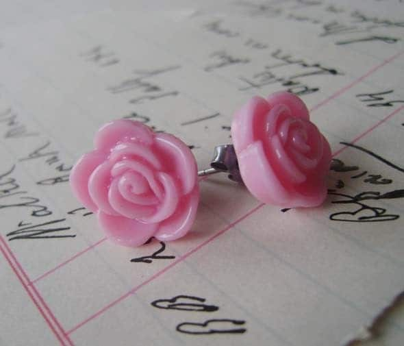 sweet pink roses. earrings