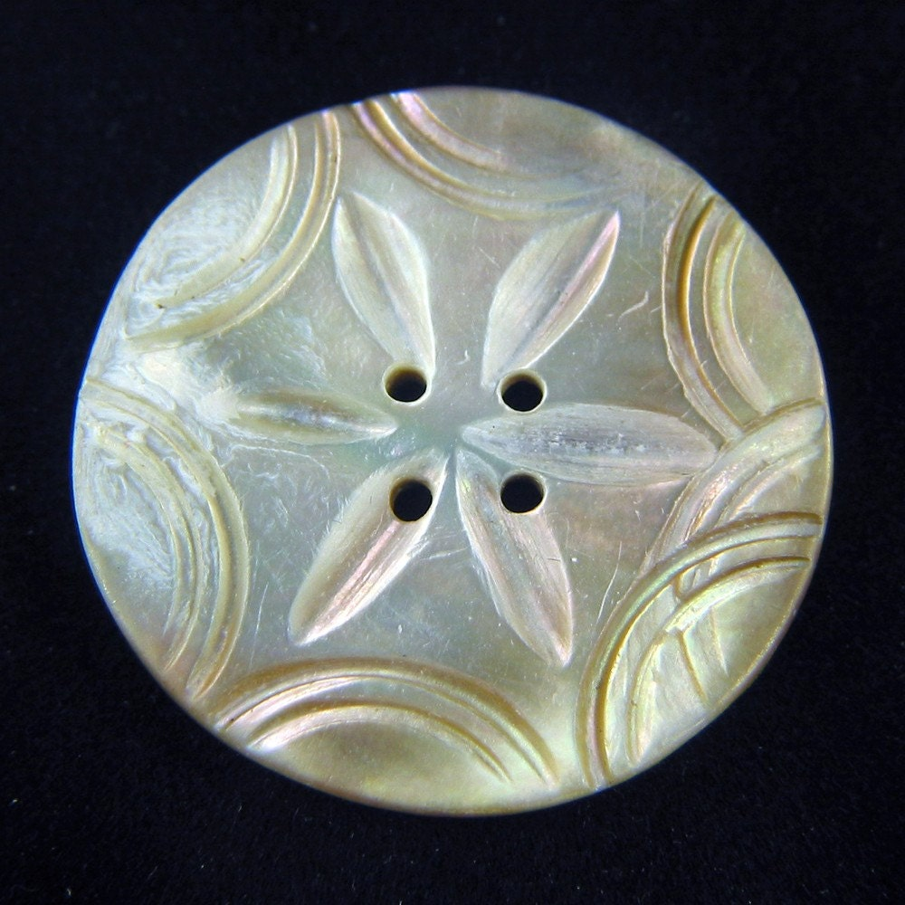 VINTAGE ANTIQUE IRIDESCENT MOTHER OF PEARL BUTTON CARVED ETCHED SHELL LARGE 1-3/16 inch SEWING