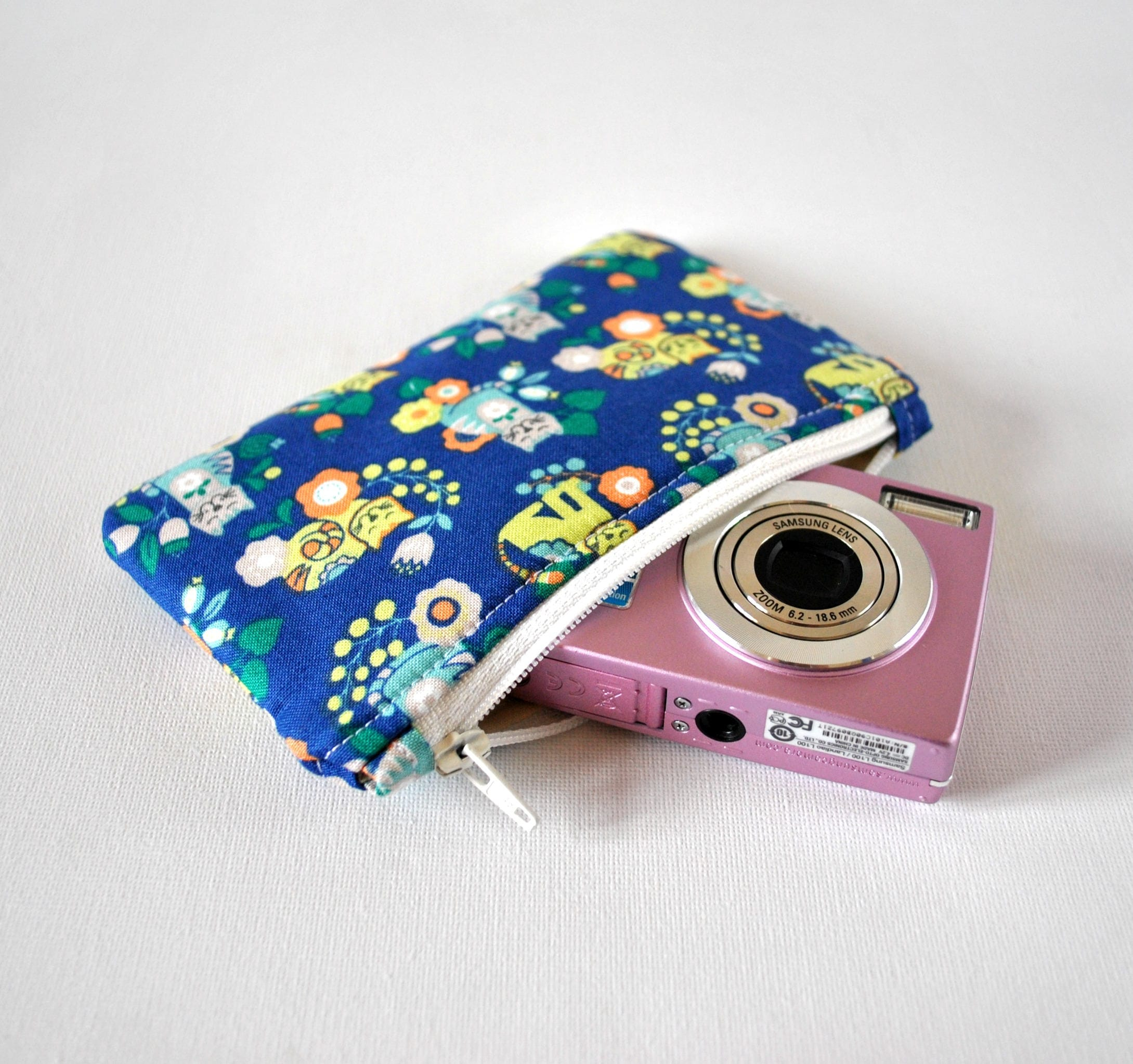 Womans cat retro 70s inspired animal gadget padded travel camera pouch mini makeup bag pussycat in blue and yellow and orange flowers.