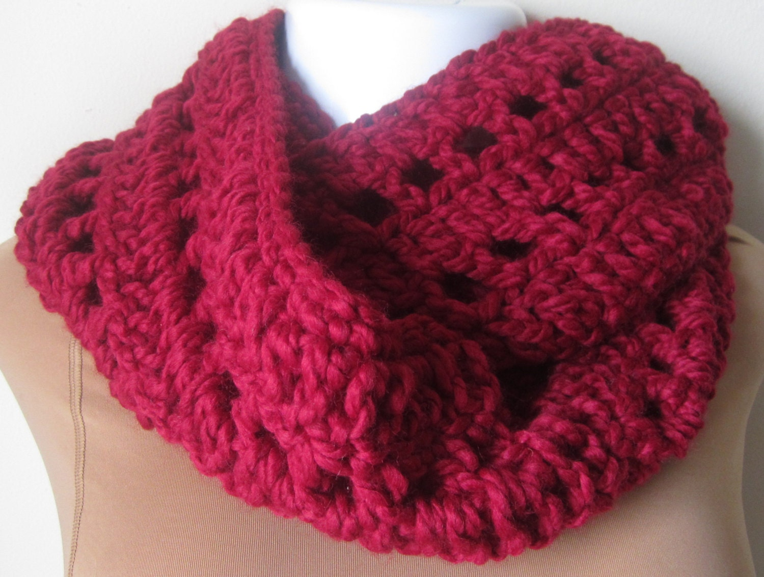 Crochet scarf Chunky Crimson Red infinity scarf- wool blend - Elegantcrochets