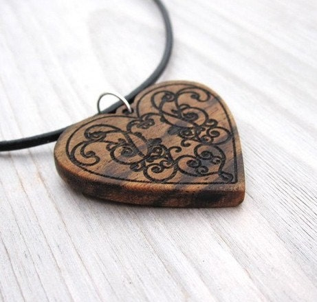 Brown Wood heart pendant romanitc victorian bohemian